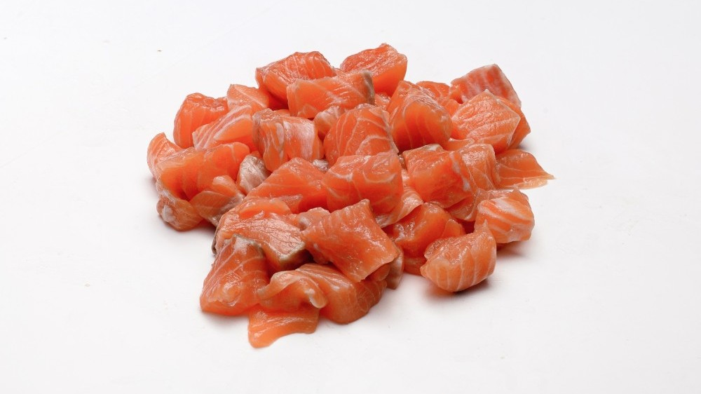 We can supply fresh salmon pieces and trimmings required